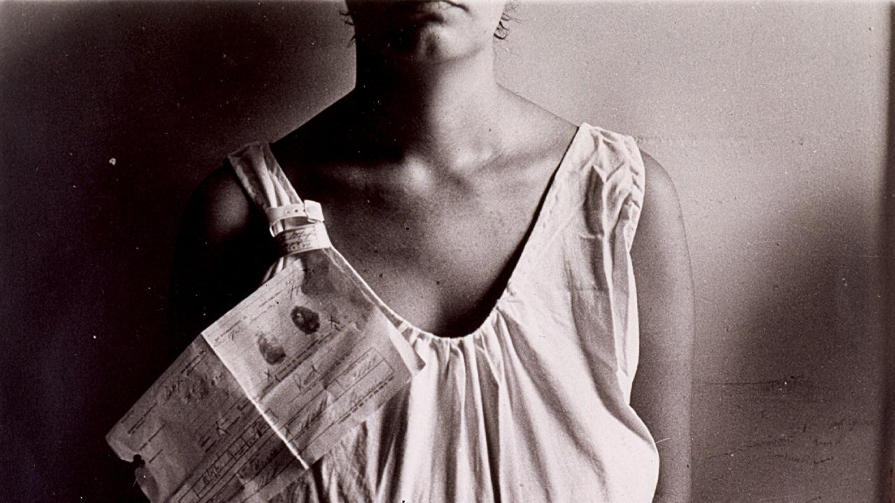 7:35 am de Marta María Pérez Bravo en la exhibición Radical Women: Latin American Art, 1960–1985 en el Hammer Museum
